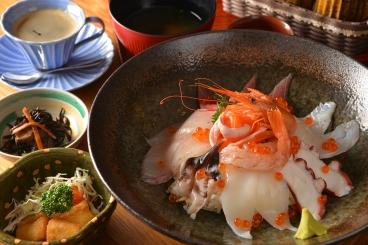ランチ 海鮮丼(10食限定)(唐揚・小鉢・味噌汁・ドリンク)1,700円(税別)