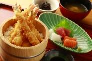 海老だけの天丼Set(刺身・小鉢・味噌汁・ドリンク)※ご飯おかわり無料 ランチ・ディナー共に1,600円(税別)