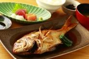 煮魚Set(天然魚の為、大きさの違いがございます。20分程お時間を頂戴いたします)※ご飯おかわり無料 ランチ・ディナーともに1,400円(税別)