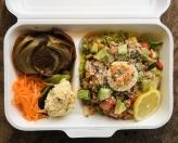 キーマカレーとチキンカレーの2種がけカレー 本日の一皿・スープ 1,200円(税別)