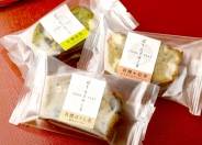 「麩ぱうんどけーき」1個200円。自家製お麩を贅沢に使った「麩ぱうんどけーき」は「有機わ紅茶」「有機抹茶」「有機ほうじ茶」の3種。箱入り(1箱980円)、二個入(2箱1,900円)もあります