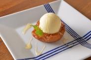 「焼きりんご」シンプルながらファンの多い看板デザート