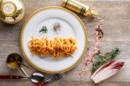 パンのトラとコラボ!「ザ・バーガー」(究極のポテト付・1,180円税別)。彩り野菜のカポナータ、フレッシュトマトのマルゲリータパン、ブル特製肉厚ハンバーグが150gのボリューム満点な逸品!