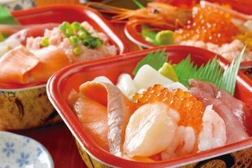 北海の海鮮たっぷり「オホーツク丼」にはサーモン、いくら、ホタテなど人気の具材がたくさん!