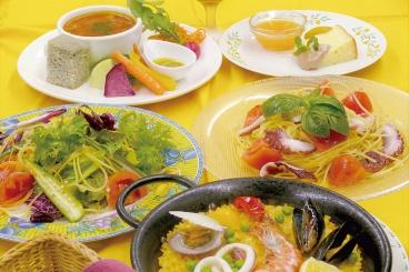 一番人気の「欧華和里ランチ」は+700円でメイン料理を「パエリア」に変更OK!他にパスタやリゾット、季節限定メニューも選べるよ!(黒板メニュー※日により異なる)★写真は一例