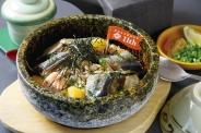 秋づくし♪石焼丼~ひとりじめ~1,600円(税込) 秋刀魚、栗、鮭、きのこ…秋の代表格とも言える食材を贅沢に石焼にした今だけの丼ぶり。茶碗蒸し、お茶漬け用の出汁付きで〆も楽しめるよ。