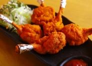 「チキンラリポップ」(750円税別)手羽先にスパイスをまぜて揚げた料理
