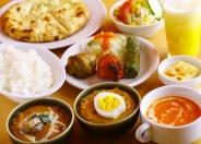 ディナーに頼める「ポカラセット」(1,400円税別)サラダ、スープ、カバブ、ミニカレー2品、小ライス+お好きなハーフナン、ドリンク、デザートの充実すぎるセット