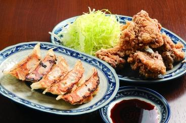 焼き餃子350円(税別)、鶏の唐揚げ480円(税別)