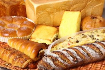 ハード系、菓子パン、惣菜パンまで丁寧に作り上げたパンは100種類以上!迷っちゃうほど並んでいるよ!