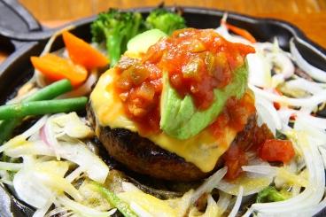 アボカドとチーズのメキシカンハンバーグランチ1,610円(税込)