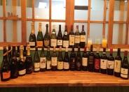 ワインのストックは30種類以上! 男女問わずふらっと寄れるね。