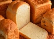 外パリッ、中もっちりの「パンドミ食パン」を始め、食パンだけでもいっぱい!