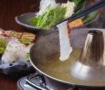 鮮魚のしゃぶしゃぶ(1人前1,280円、ご注文は2名様~) 北海道利尻昆布をベースに蛤の旨みを効かせた出汁に、旬で新鮮な魚を贅沢にしゃぶしゃぶでどうぞ。
