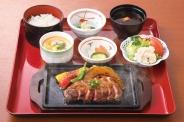 「ステーキ御膳180g」(2,400円税別)やわらかリブステーキの御膳です。お肉料理が食べたい方も満足!