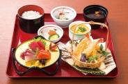 「刺身・天ぷら御膳」(1,480円税別)刺身と天ぷらの盛り合わせが付いたスタンダードな御膳です。