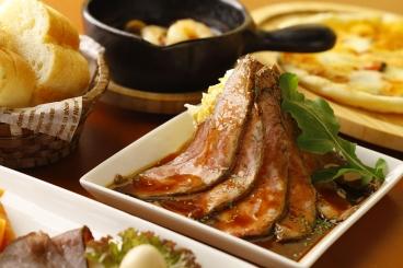 上質なお肉を使った「ローストビーフのポテサラ添え」は大人気!様々なジャンルの料理が揃うので楽しいパーティーができそう!予算・内容は相談してね。