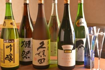 日本酒や海外ビールやカクテルなど様々なドリンク、約80種以上ご用意しております!
