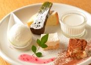 「デザート6種盛り合わせ」500円