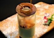 パンナコッタ580円(税込)チョコレートの蓋をキャラメルソースで溶かして召し上がれ