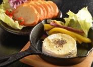 「まるごとカマンベールの鉄板チーズフォンデュ」