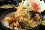 ジャンボ車えび天丼…1,600円(ランチタイムのみ)