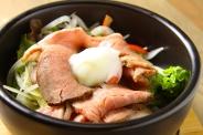 「ローストビーフ丼ランチ」1,380円 サラダバー・スープ・ドリンクバー・ごはん付