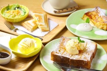 「デニッシュバニラ」「フレンチトースト」など魅惑のスイーツと珈琲で至福のひとときを過ごせるよ。 季節限定や期間限定の手作りスイーツも人気!珈琲への愛情溢れる店主が店内で焙煎する珈琲はやさしい味わい深い味。