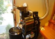 店内で焙煎する新鮮な淹れたての珈琲は珈琲本来の味わいがあり、気温や湿度によっても焙煎の仕方を変え、その時1番いい状態で淹れてくれる。