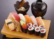 握り寿司ランチ石亭、小鉢、味噌汁付1,080円(税別)