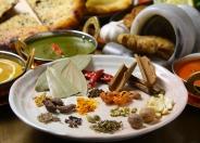 カレーには20種類以上のスパイスを使用!辛さはマイルド~激辛まで選べるよ。