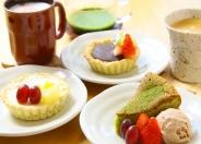 カフェタイムにはデザートキッシュやケーキでゆったりとした時間を過ごして♪