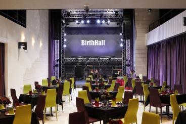 開放的な空間は、宴会パーティーやウエディング二次会、ライブイベントまで幅広く使える