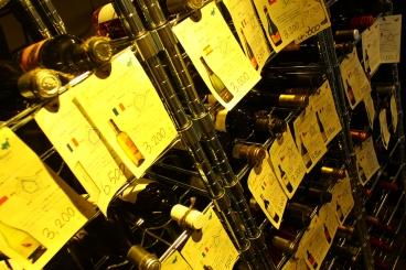 ボトルワインは2,000円〜、常時50種類以上ご用意してます♪