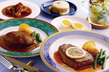 ステーキやハンバーグなど本格洋食はもちろん、フレンチおでんなども食べられる!