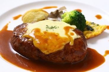 国産牛100%の自家製チーズ焼きハンバーグ 960円/税別
