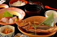 煮魚と刺身定食 1,300円(税込)