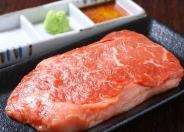 鉄板牛ステーキ(1,580円・税別)はランプ肉を使用。