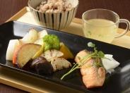 玄米と温野菜、お魚料理のヘルシー御膳 980円