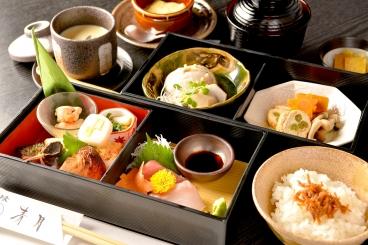ランチの松花堂弁当(1,500円)は20食限定!ご予約がおすすめです♪