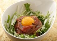 ローストビーフ丼999円(税込)丁寧に味付けされたこだわりのお肉を堪能してね