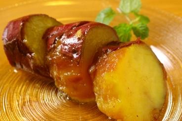 「蜜漬け冷やし焼き芋」100g/220円(税込)は糖度60度のあまーい商品