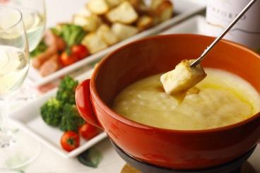カップルや女子会に大人気のチーズフォンデュ