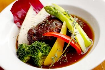 こだわりの牛ほほ肉の赤ワイン煮込み1,180円(税別)