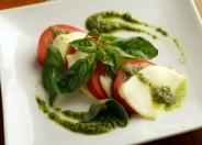 カプレーゼ630円(税別) トマトとチーズの前菜