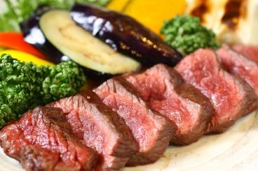 仙台牛の炭火焼きステーキ