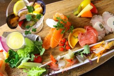 人気の前菜盛合せ オステリアビーの季節のおすすめが ちょっとずつお楽しみいただけます