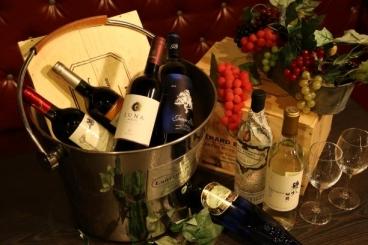 ワインやスパークリングのグラスも7種以上ご用意 ボトルも多数取り揃えてます