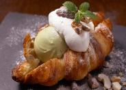 注文を受けてから焼き上げる、人気の「クロワッサンアイス」¥636(税別)