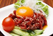 ★桜ユッケ★ 自慢の自家製たれと、新鮮卵黄と からめて ご賞味下さい! ★おすすめの一品★です。 Eーおつまみです。